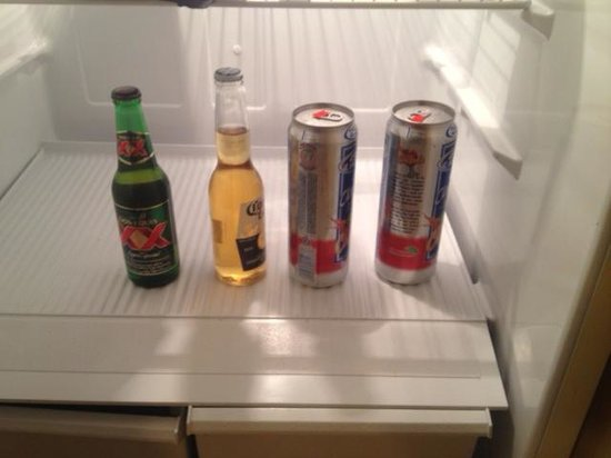 Hawthorn Suites by Wyndham Columbus North: Fridge 'welcome wagon' offerings
