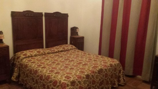Villa Fiorita: room