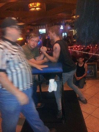 Larsen, WI: Wrist wrestling event geld here.