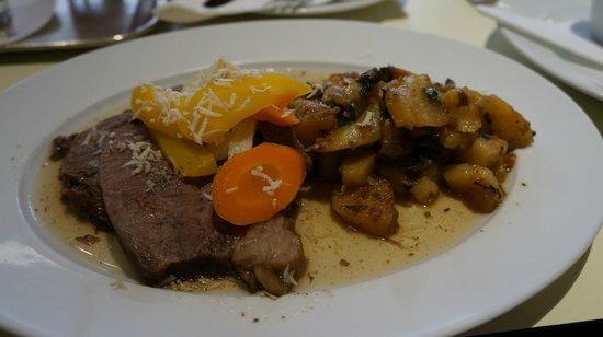 Cafe Markusplatz : стейк из говядины с картофелем