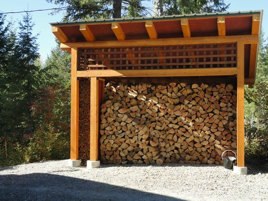 Cedar House Restaurant & Chalets: You will never run out of wood for the fireplace