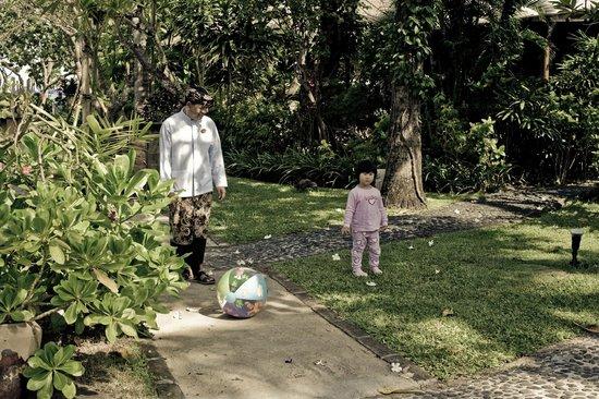 Hotel Santika Premiere Beach Resort Bali: garden