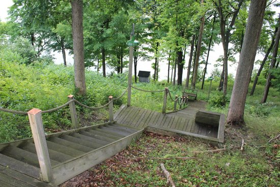 Oakcliff Bed And Breakfast: Stairway To The Waterfront (Erie Canal)