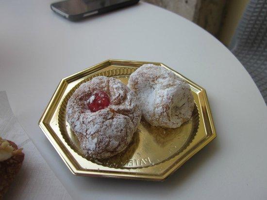 Pasticceria Gelateria Mandolfiore: Pasta di mandorla cookies