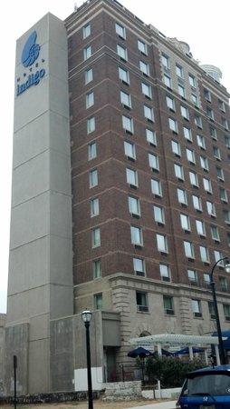 Hotel Indigo Atlanta: Side View