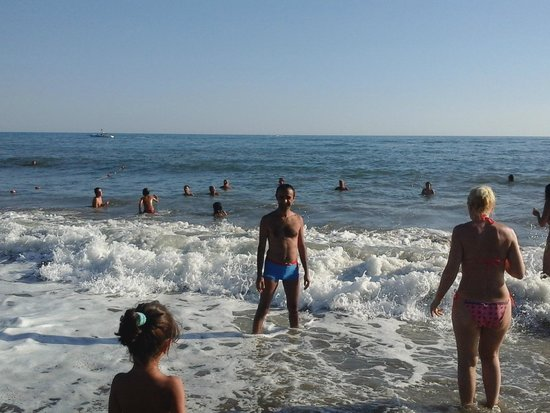 Asrin Beach Hotel: пляж