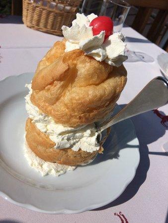 Gasthaus Café Graflhöhe Windbeutelbaron: Windbeutel mit Sahne ohne Puderzucker