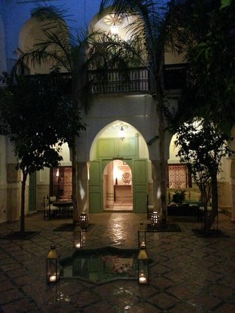 Riad Majala: le patio, la nuit