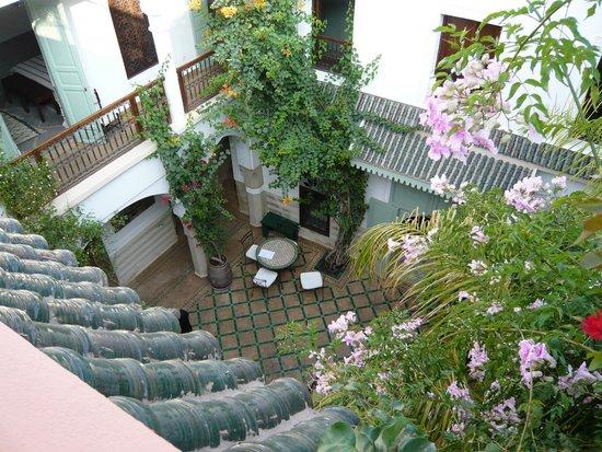 Riad Majala: le patio vu de la terrasse