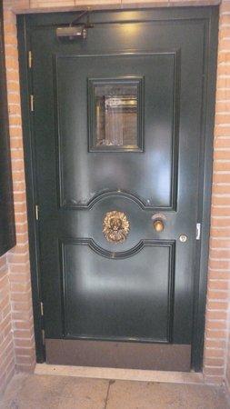 Pensione Guerrato: The door to the hotel