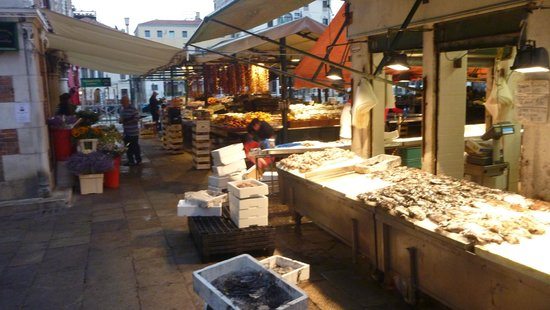 Pensione Guerrato: The fish market in thne early morning