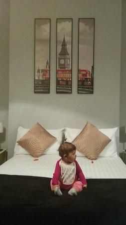 Lamington - Hammersmith Serviced Apartments: La cama con la pequeña