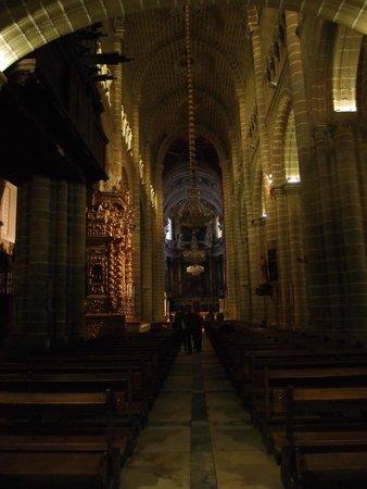 Sé Catedral de Évora : Своды и колонны собора