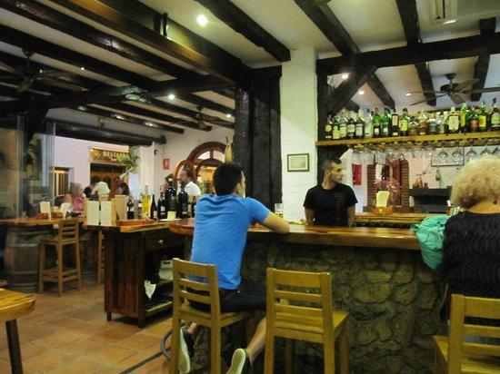 Restaurante el viejo sotano pepe mesa en nerja con cocina for Pepe mesa nerja