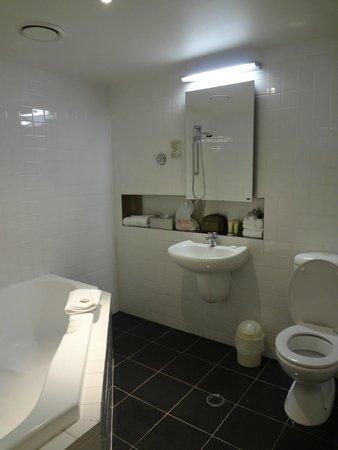 Punthill Little Bourke : Spacious bathroom