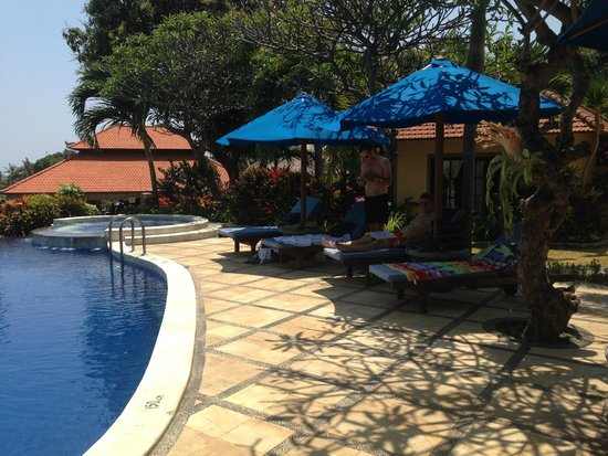 Puri Mangga Sea View Resort & Spa : another picture of the pool