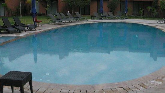 Hotel Rawabi Marrakech & Spa : Cute swimming pool