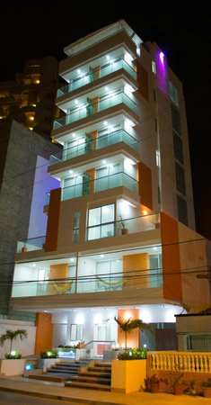 Hotel Cabrero Mar: Fachada (nocturna) / Facade (night)