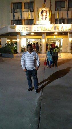 Hotel Beverly Plaza Pattaya: Parking place