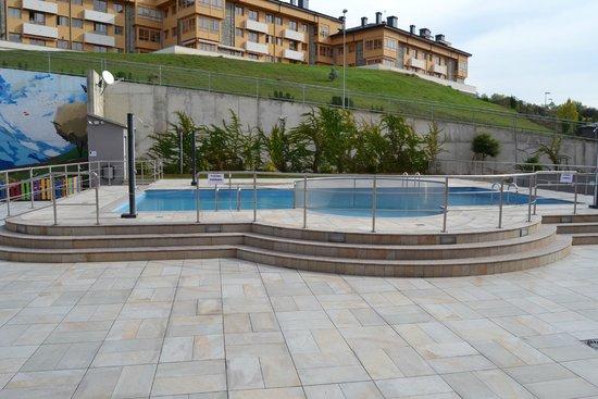 Apartahotel & Spa Jacetania: Piscina