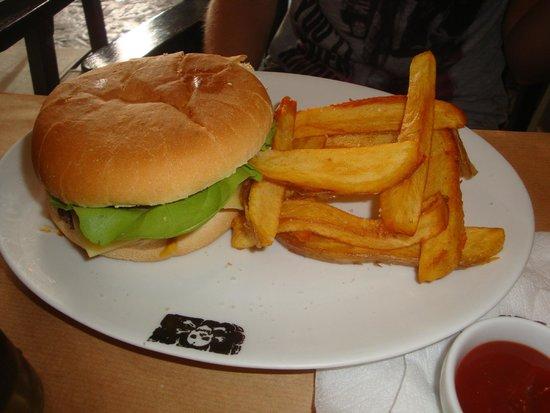 The Pirate Bar: burger / frites