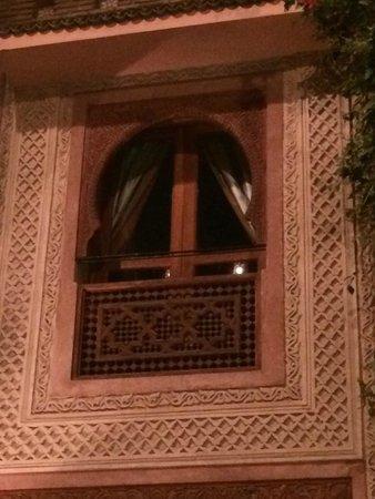 Palais Sebban: fenêtre d'une chambre
