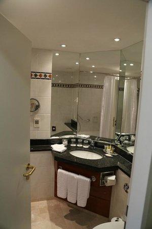 Leipzig Marriott Hotel: bathroom