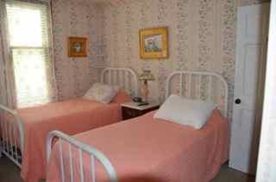 Terrace Inn and 1911 Restaurant: Bedroom