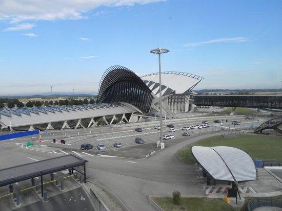 NH Lyon Airport : Vista apartamento hotel