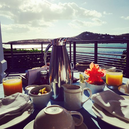 Le Guanahani: Breakfast on private deck!