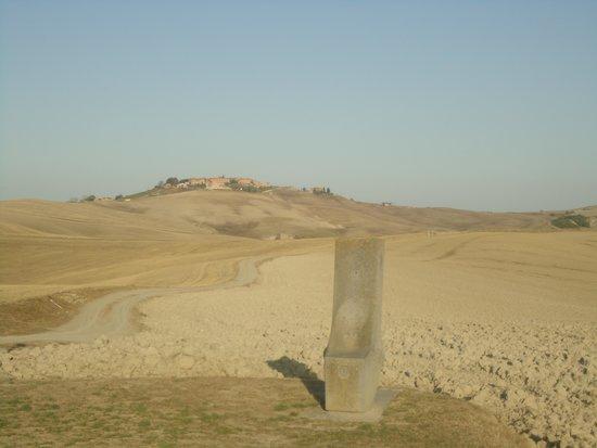 Crete Senesi : Crete e parte do monumento