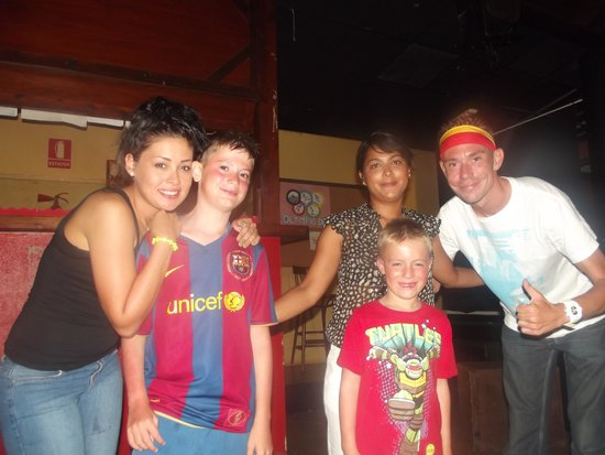 Oasis Papagayo Sport & Family: last night group photo with JULY, TIMO and SHONA Sunny Animation Team