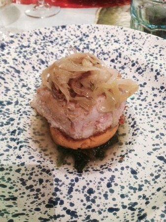 È Cucina - Cesare Marretti: tonno in crosta di pane con tortino di zucca su letto di cime di rapa e spaghetti di porri