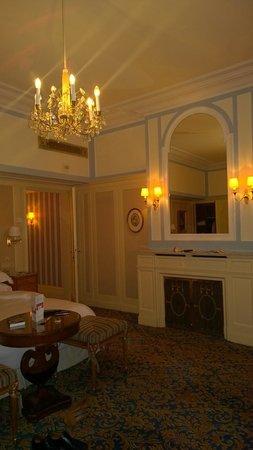 Hotel Bristol Wien: Beautifully appointed room
