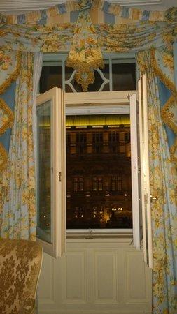 Hotel Bristol Wien: View of the opera house