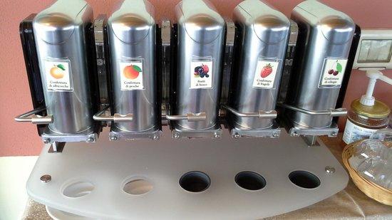 Agriturismo Tre Colline: Distributore marmellate