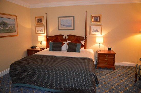 The Oakley Court: Bedroom