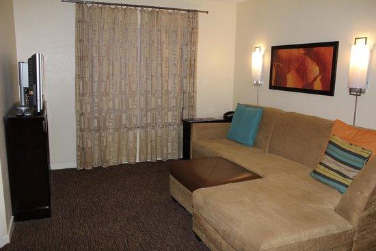 HYATT house Boston/Waltham: Comfortable Living Room