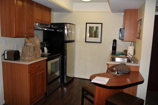 HYATT house Boston/Waltham: Full Kitchen