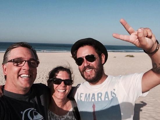 Yellow-Van Tours & Activities : surfing with Rui