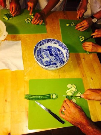 Cooking Classes with Nonna Ciana : Everyone pitching in