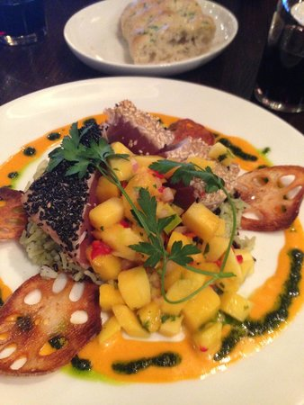 Kincaid's: The tuna was expertly prepared, but the mango salsa stole the show!