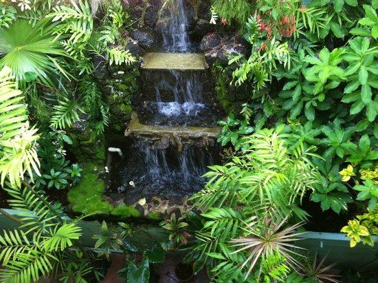 Garden Island Inn Hotel: Waterfall