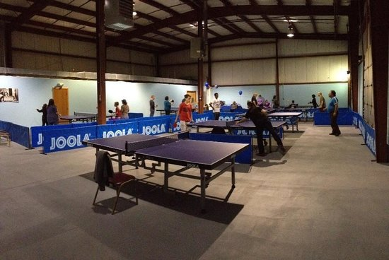 Fall River, Массачусетс: Smash Table Tennis Club main room