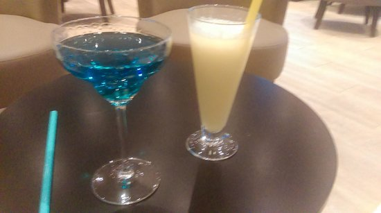 Hotel Regina : Cocktails - the blue one is the hotel specialty - lovely!
