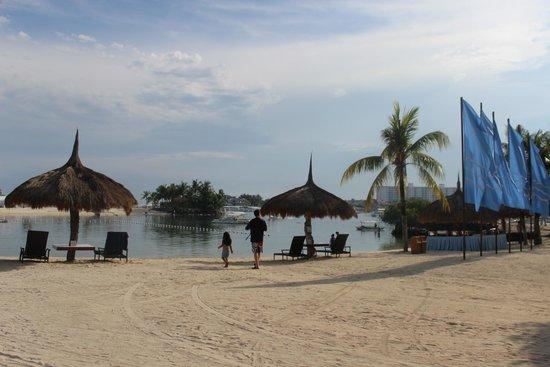 Bluewater Maribago Beach Resort: beach front