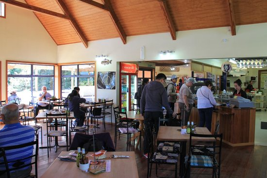 Paringa Salmon Farm Cafe: Interior del cafe