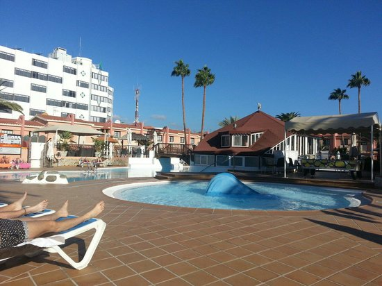 Jardin del Sol Apartments : Kiddies pool area.