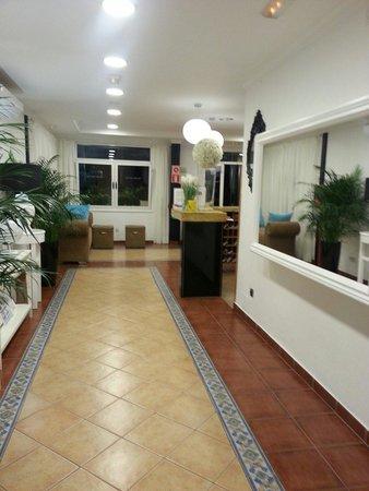 Apartamentos Jardín del Sol: Part of reception area.