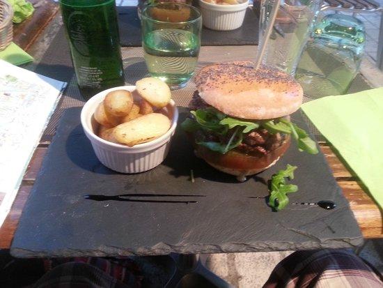 L'Affaire de Goût : My main course burger, which was quite tasty